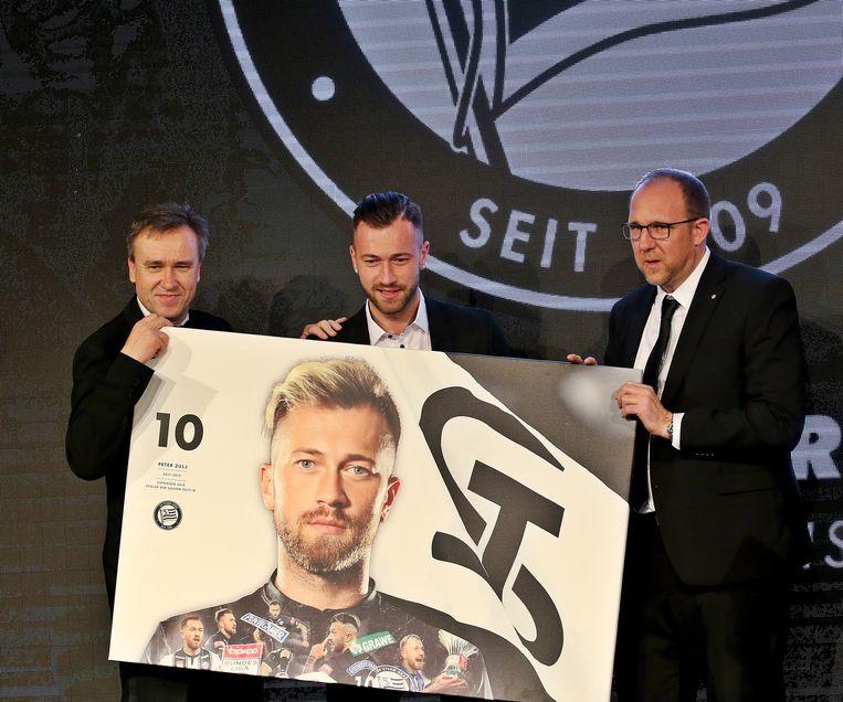 Peter Zulj, hier tussen Sturm-voorzitter Christian Jauk (links) en sportief directeur Guenter Kreissl.