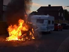 Metershoge vlammen en veel rook bij autobrand Haalderen