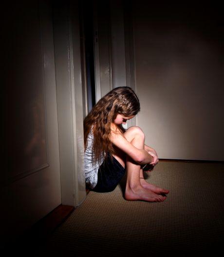 Opa misbruikt 7-jarige kleindochter tijdens logeerpartij als moeder in het ziekenhuis ligt