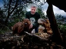 Joop van den Berg maakt een levensechte bever in Numansdorp