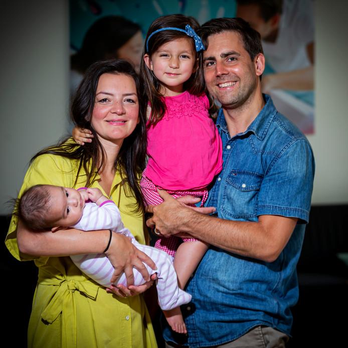In april kregen Bram Verbrugge en Emine Kara een tweede dochter: Lana. Sara is inmiddels 4 jaar.