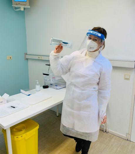 Chantelle uit Groesbeek maakt carrièreswitch en  verruilt kapperschaar voor wattenstaafje